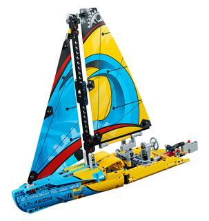 LEGO 42074 - LEGO Technic - Versenyjacht