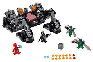 LEGO 76086 - LEGO Super Heroes - Lovagi lánctalpas támadás az ala...